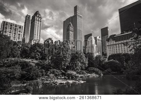 New York, Usa - Sep 24, 2018: Black And White Image Of The Pond In The Central Park In Nyc. Central