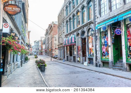 Montreal, Canada - Aug 21, 2012: Shops Along Rue Saint-paul In The Old Montreal Section Of Montreal.