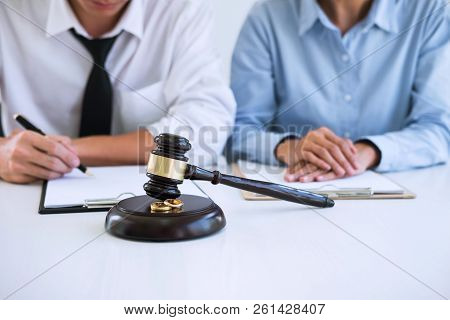Decree Of Divorce (dissolution Or Cancellation) Of Marriage, Husband And Wife During Divorce Process