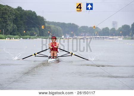 A Skiff oarsman in lane 4 during a regatta