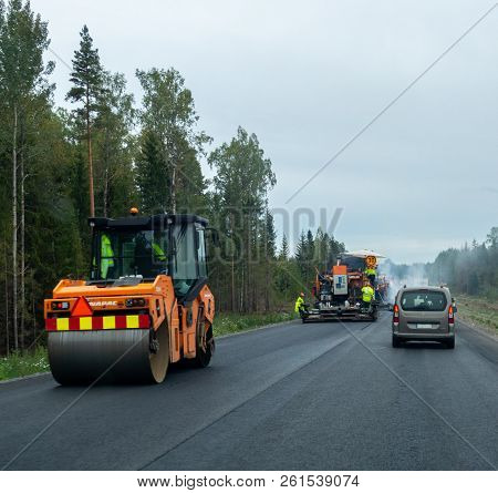 Editorial 09.11.2018 Somero Finland, Roadwork In Finland With Lots Of Machines And New Asphalt Been