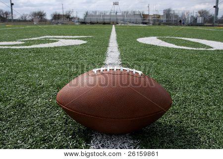 US-amerikanischer American-Football in der Nähe der fünfzig