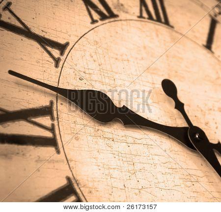 Detail Zifferblatt mit Zahlen und Hände zeigen Zeit