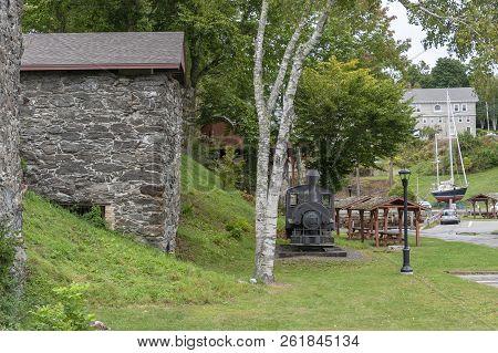 Rockport, Maine, Usa - September 19, 2018: Vulcan Steam Locomotive And Lime Kilns Displayed In Rockp