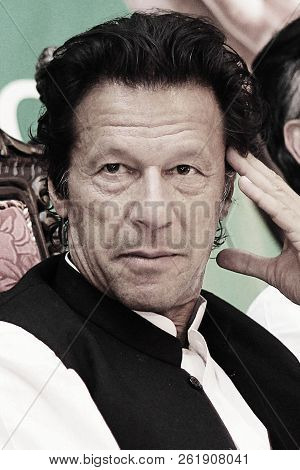 Portrait - Pakistan Tehreek-e-insaf Chairman Imran Khan Thinking On Mic In The Youth Convention 06/0