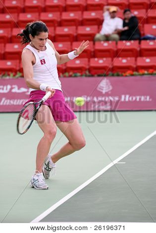 French player Nathalie Dechy in action against Svetlana Kuznetsova at the Qatar Total Open, Feb 20, 2008