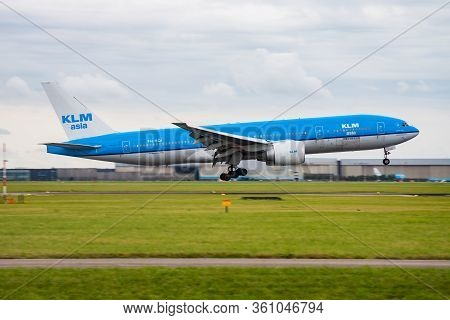 Amsterdam / Netherlands - August 16, 2014: Klm Royal Dutch Airlines Boeing 777-200 Ph-bqi Passenger