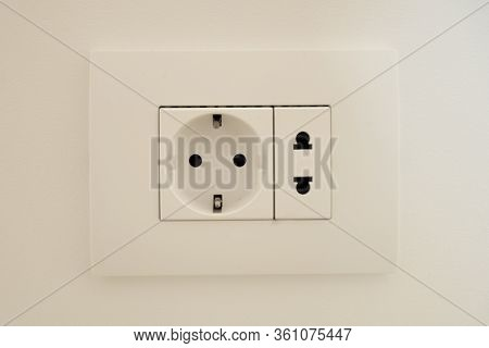 A Block Of White Outlets Consisting Of One Eu Standard Outlet With Grounding And One Us Standard Out