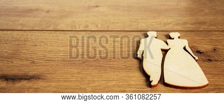 Wooden Figures Of Man And Woman On Beautiful Wood Fone