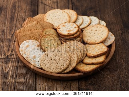 Various Organic Crispy Wheat, Rye And Corn Flatbread Crackers With Sesame And Salt In Round Plate On