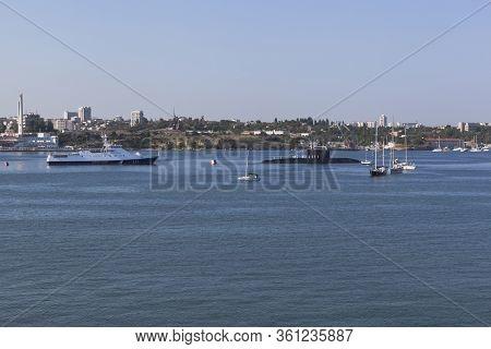 Sevastopol, Crimea, Russia - July 28, 2019: Amethyst Border Ship And Stary Oskol Submarine Before Th