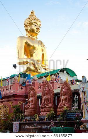 a big golden buddha image