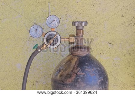 Oxygen Tank With Compressed Gas. Oxygen Mask And Black Oxygen Cylinder For Liquefied Oxygen.