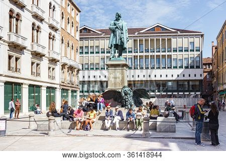 Venice, Italy, September 28, 2015 : Tourists Rest Near The Monument Of Manin On Square On Via L. Man