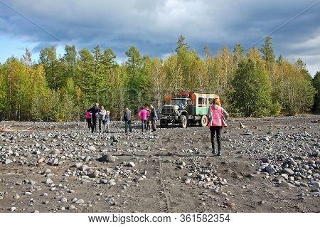 Kamchatka Peninsula, Russia - 7 September 2019: Tourists In The Kamchatka Peninsula In Autumn. Autum