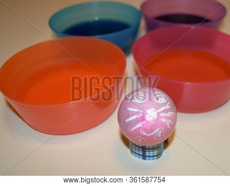 Decorated Bunny Rabbit And Easter Egg Dye Bowls