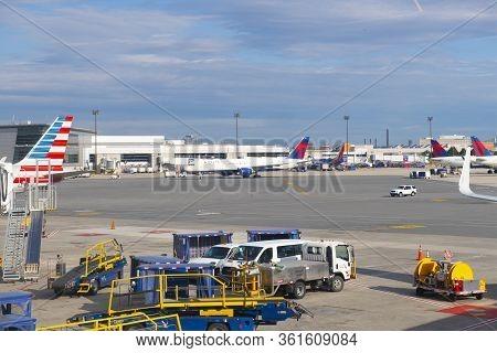 Boston, Usa - Jun. 15, 2019: Airplanes Including Boeing B757-200 N682da Of Delta Air Lines At Boston