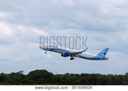 Cancun, Mexico - Jan. 23, 2020: Interjet Airlines Airbus A320 Taking Off At Cancun International Air