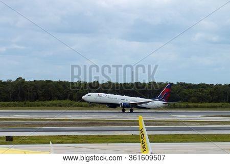Cancun, Mexico - Jan. 23, 2020: Delta Air Lines Boeing B737-900 N898dn Taking Off At Cancun Internat