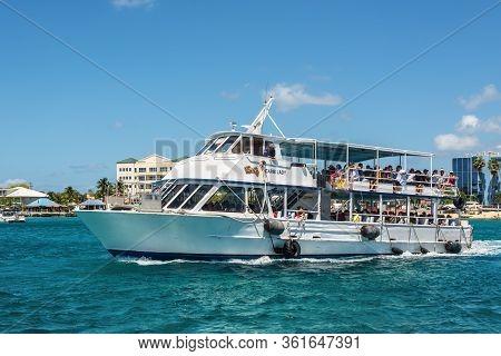 George Town, Grand Cayman Island, Uk - April 23, 2019: Tender Boat Carib Lady Sailing With Passenger