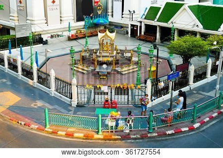 Bangkok, Thailand - April 5, 2020: Erawan Shrine (thao Maha Phrom Shrine) Is Located At The Ratchapr