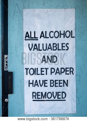 11 April 2020, Las Vegas, Nevada, Usa, Door Sign Regarding Alcohol, Valuables And Toilet Paper Remov