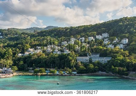 Ocho Rios, Jamaica - April 23, 2019: Coastline View With Lots Of Living Houses On The Hill Of Ocho R