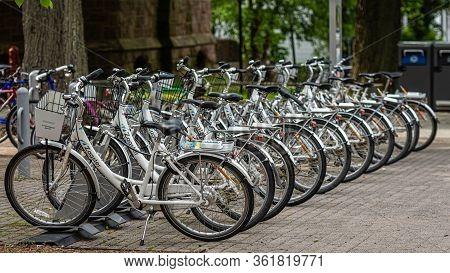 Princeton, Nj, Usa - June 16, 2019: Zagster Share Bikes At The Historic Buildings Of Princeton Unive