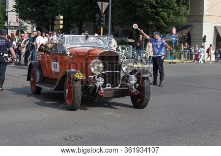 Brescia, Italy - May 19 2018: Chrysler 75 1929 Is An Old Racing Car In Rally Mille Miglia 2018, Live