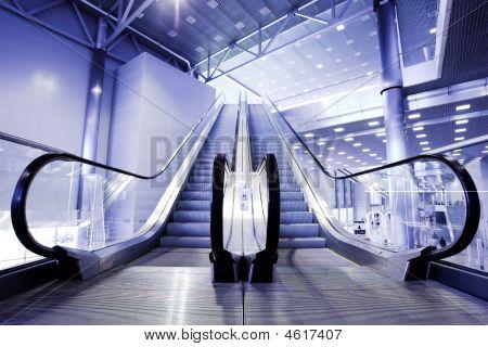 Rolltreppen in Ausstellung