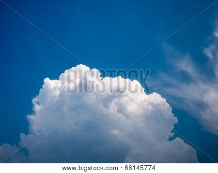 Dramatic Beautiful Cloud With Blue Sky In Daylight