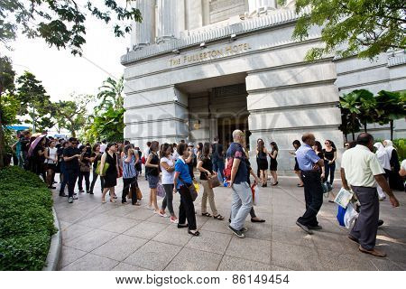 14 SINGAPORE - MARCH 24:Queue outside Fullerton Hotel  to pay last respect to the late Mr Lee Kuan Yew, ex prime minister of Singapore,lying in state at the parliament house. Mar 24, 2015, Singapore.