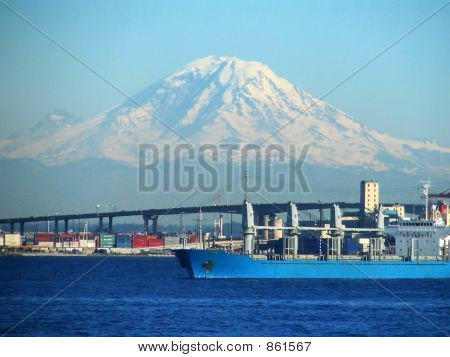Mt Rainier and ships