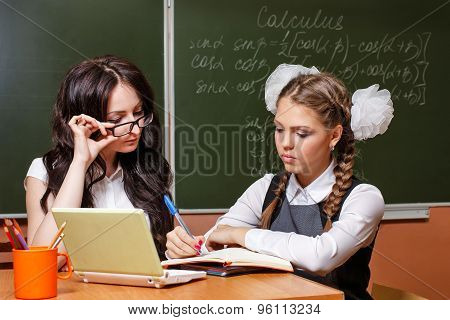 The Teacher Checks The Decision Lesson From A Student.