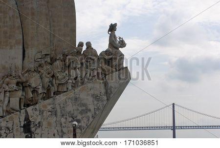 Monumento dos descobrimentos com vista na ponte 25 de Abril