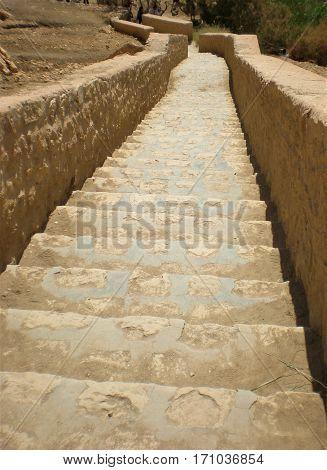 Escadaria na Oasis de Chebika na Tunisia