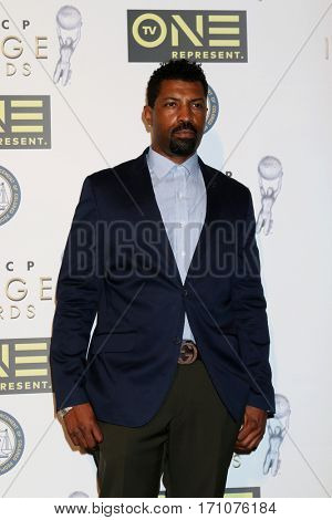 LOS ANGELES - FEB 10:  Deon Cole at the Non-Televisied 48th NAACP Image Awards at Pasadena Conference Center on February 10, 2017 in Pasadena, CA