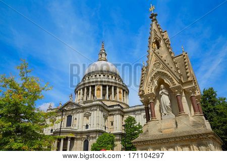London St Paul Pauls Cathedral facade in England