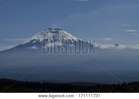 Foto del volcán Cotopaxi ubicado en Latacunga- Ecuador