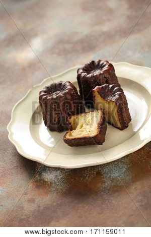 cannele de bordeaux, french traditional custard dessert