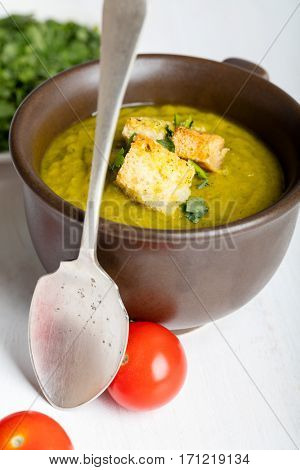 Green squash soup with parsley and croutons