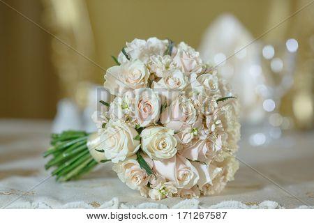 roses peony wedding bouquet flower arrangement white color decoration