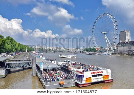 LONDON/ UK - AUGUST 25. Сruise ships on the river Thames on the background of the Ferris wheel London eye on August 25, 2013. United Kingdom.