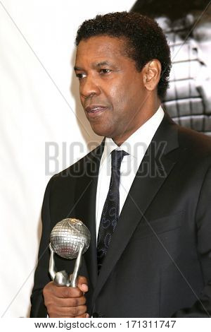 LOS ANGELES - FEB 11:  Denzel Washington at the 48th NAACP Image Awards Press Room at Pasadena Conference Center on February 11, 2017 in Pasadena, CA