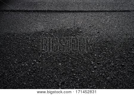 Layer of new asphalt raw material .