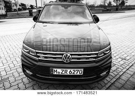 Volkswagen Tiguan R-line Model 2017 Front