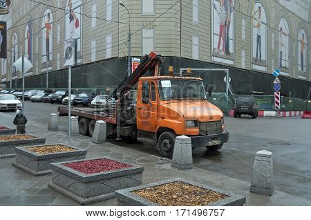 MOSCOW/ RUSSIA - JANUARY 8. Tow truck at the intersection of the streets Pushechnaya and Rozhdestvenka on January 8, 2014. Moscow, Russia.