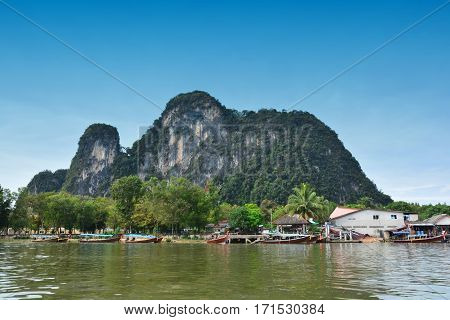 KOH PANYEE / PANYEE ISLAND : THE FISHERMAN'S SEA VILLAGE create a Almost all of the village in front of the limestone cliffs above the sea