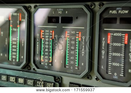 Display of jet engine oil temperature gauges