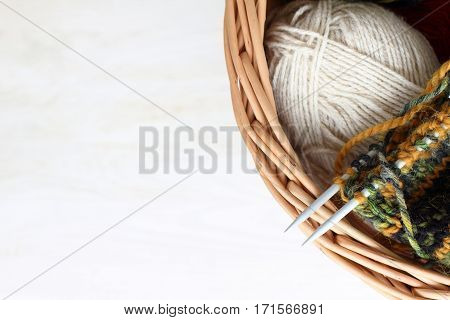 wicker basket thread for knitting top view / warm things own hands